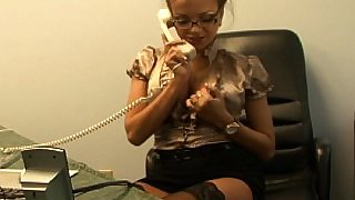 Nika calls her friend for some phone sex
