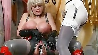 Lesbian Fetish Piss party 1