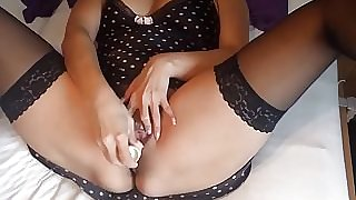 Alysha Vibrator Masturbating in Stockings & High Heels